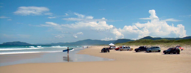 Vue d'une plage en été.