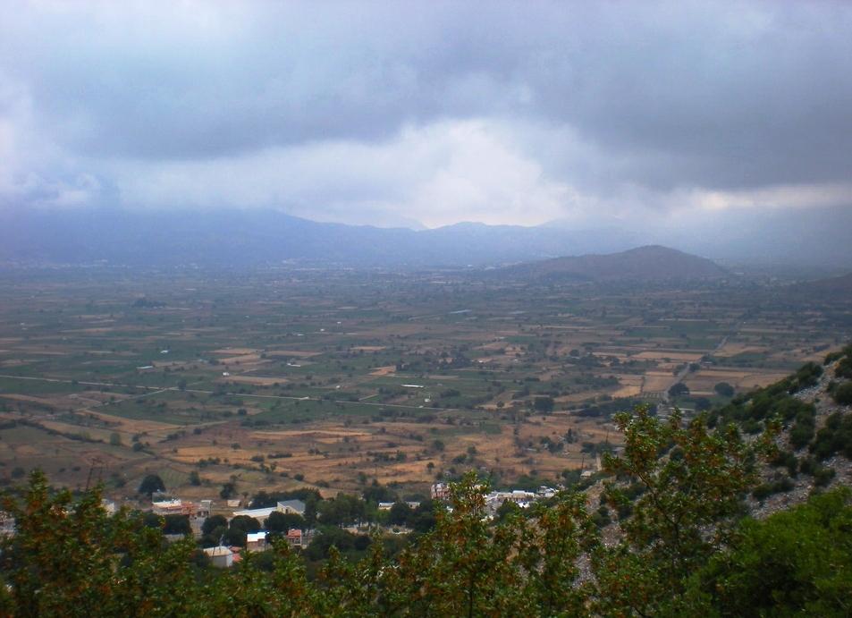 Vue générale de la plaine circulaire de Lassithi en Crète