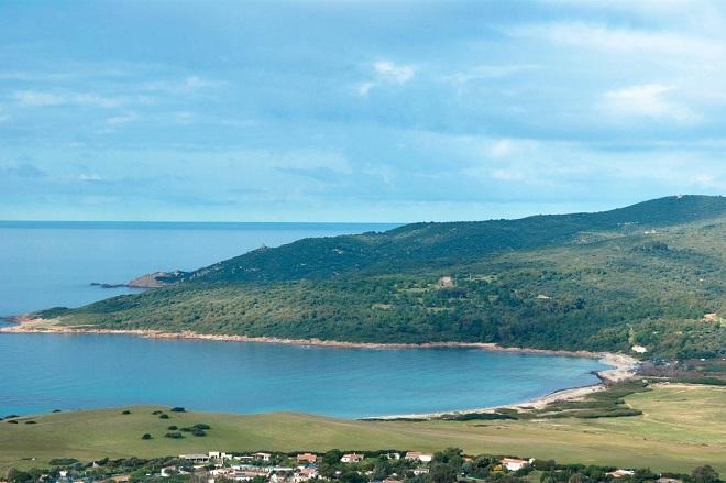Vue de la plage de Capo di Feno en Corse.
