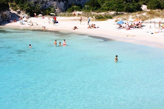 Vue de la plage du Petit Spérone en Corse.