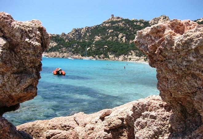 Vue de la plage de Roccapina en Corse.