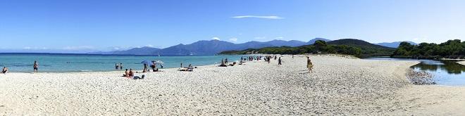 Vue de la plage de Saleccia en Corse.