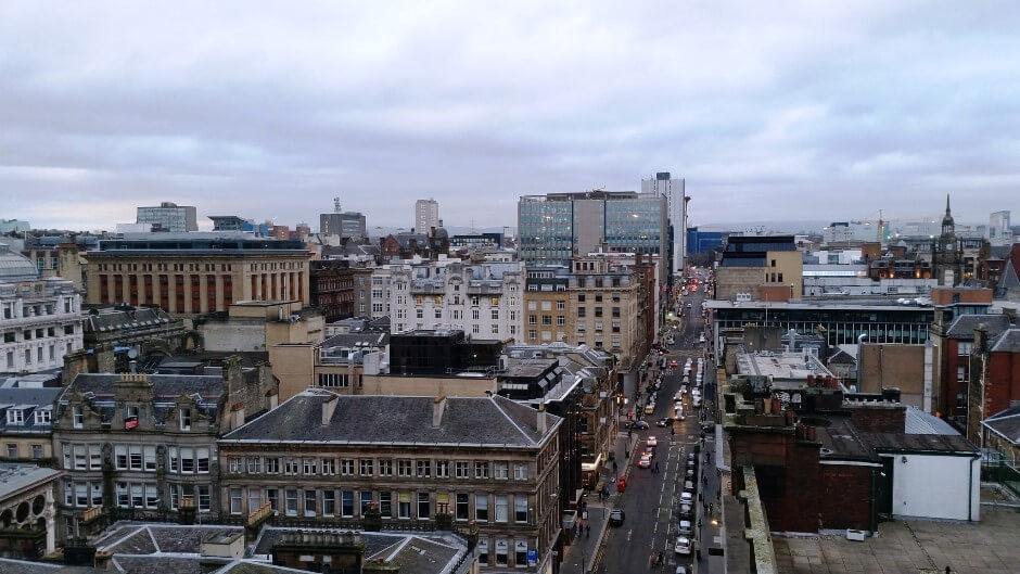 Vue d'une avenue à Glasgow en Ecosse.