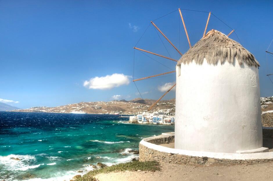 Vue d'un moulin sur l'île de Mykonos en Grèce.
