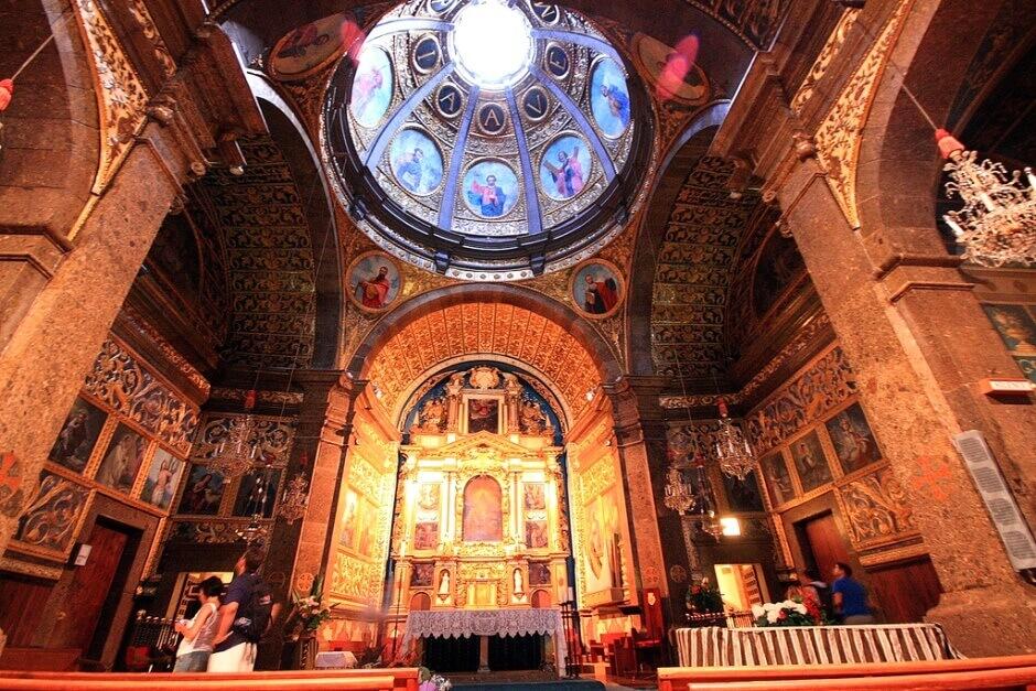 Intérieur d'une église à Majorque.
