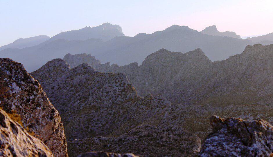 Vue d'une chaîne de montagnes à Majorque.