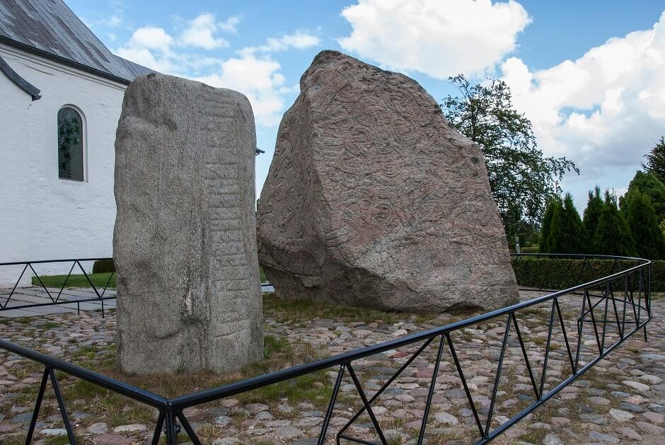 Vue des pierres de Jelling au Danemark.