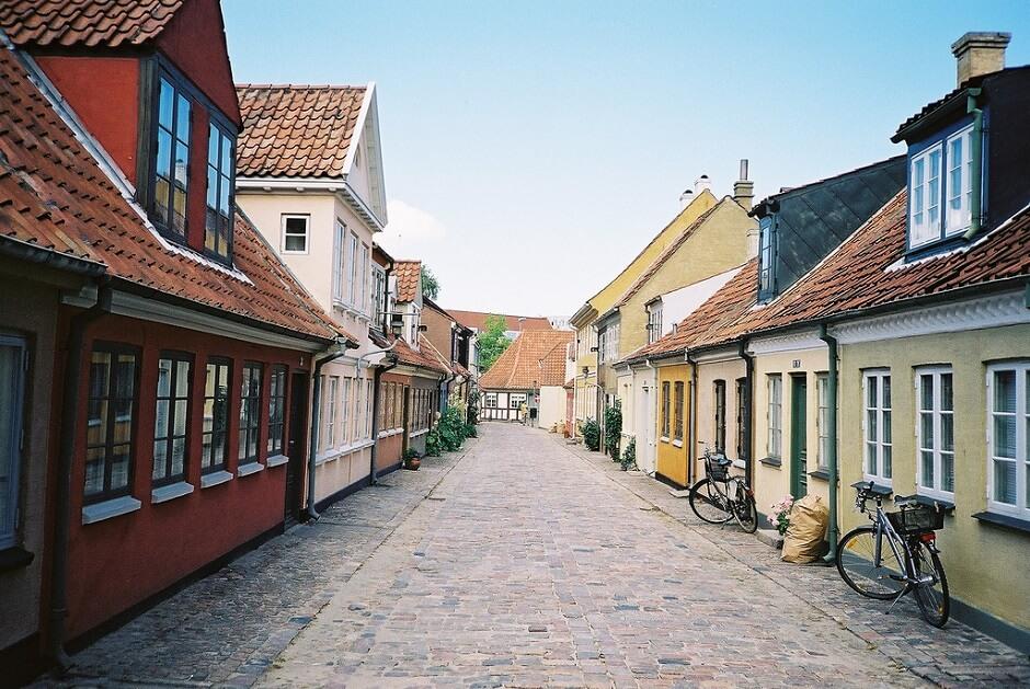Vue d'une rue d'Odense au Danemark.