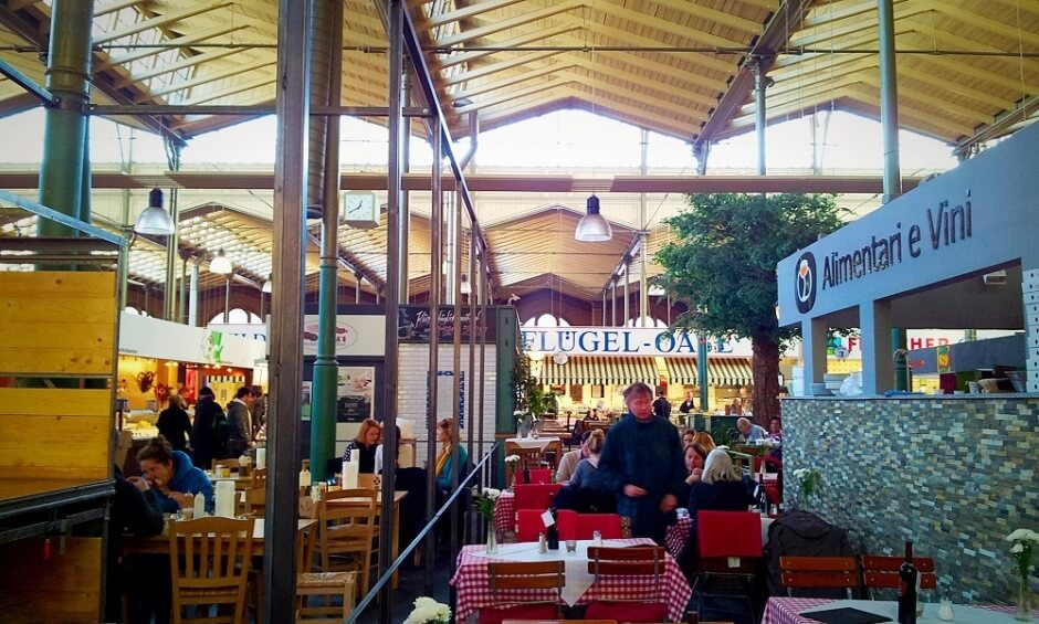 Vue d'un marché couvert à Berlin en Allemagne.