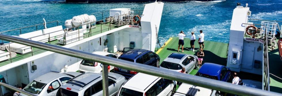 travers e en ferry avec une location de voiture carigami. Black Bedroom Furniture Sets. Home Design Ideas