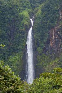 Vue d'une cascade à la Guadeloupe.