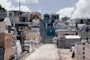 Vue d'un cimetière à la Guadeloupe.