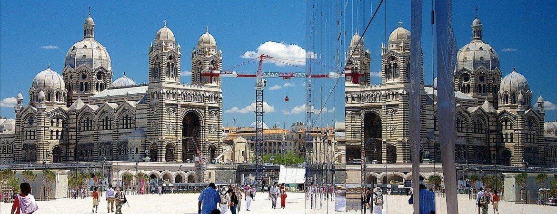 Le MuCEM et la cathédrale de Marseille.