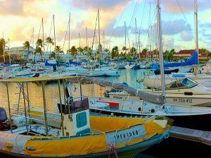 Vue d'un port de plaisance à la Guadeloupe.