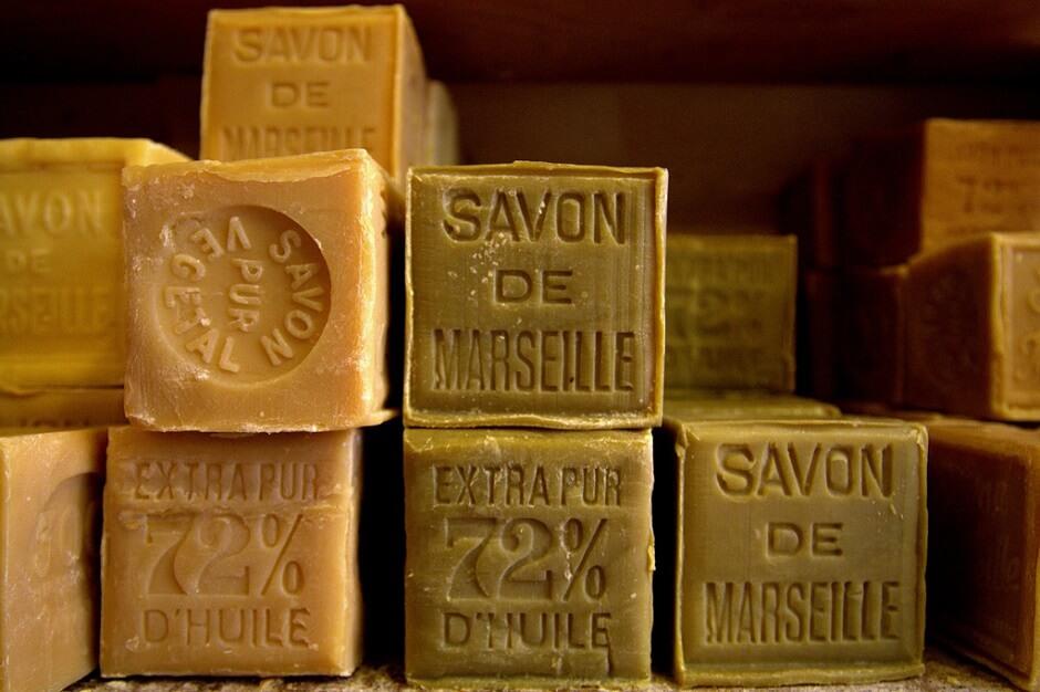 Vue de blocs de savons de Marseille.