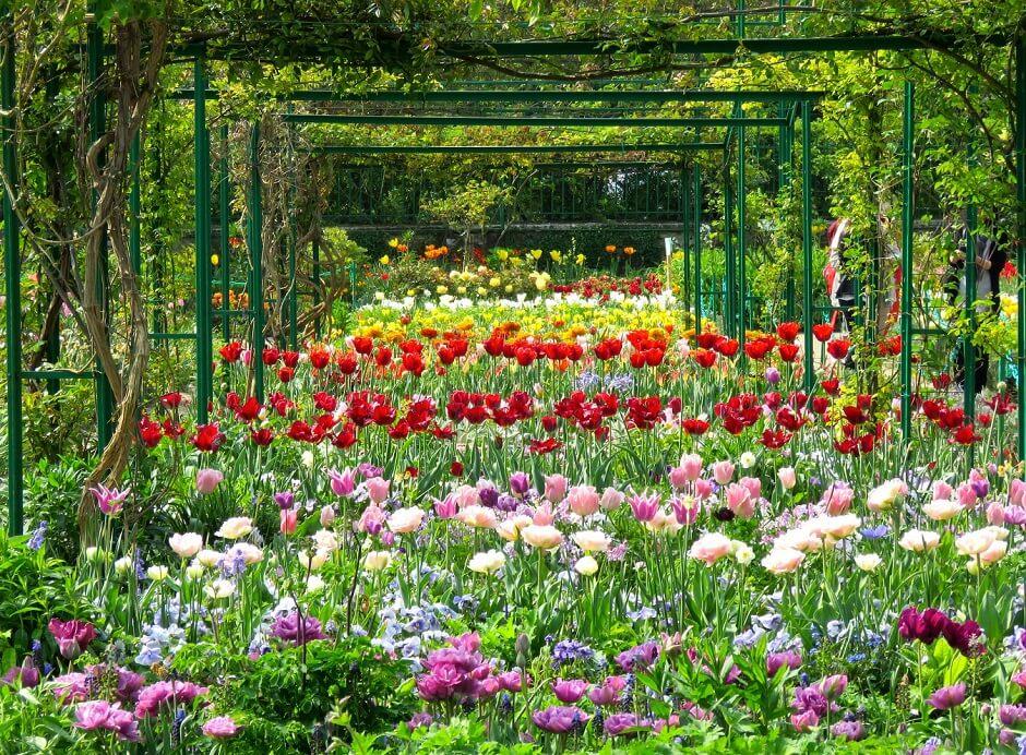Vue des jardins de Claude Monet à Giverny en Normandie.