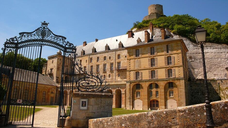 Vue des châteaux de la Roche Guyon.