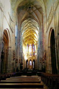 Vue de l'intérieure de la cathédrale Saint-Guy Prague