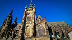 vue de côté de la cathédrale Saint-Guy Prague
