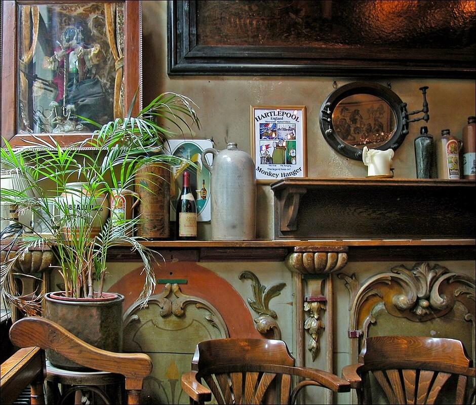 Vue d'un vieux café à Amsterdam.