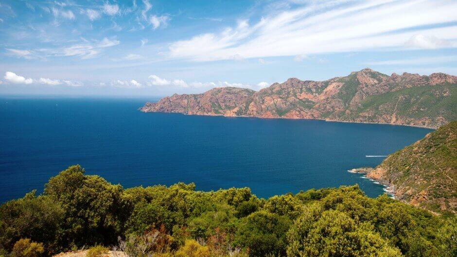 Panorama sur la réserve naturelle de Scandola en Corse.