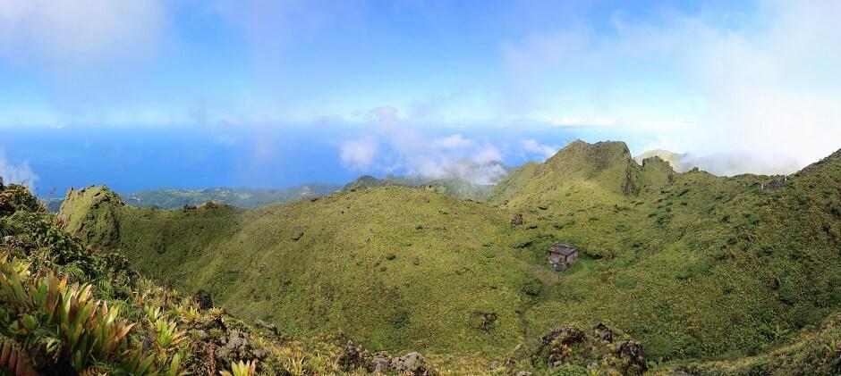 Vue du sommet de la Montagne Pelée en Martinique.