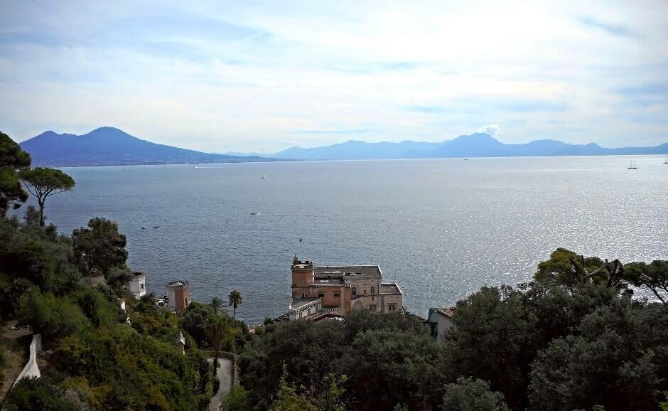 Vue du quartier de Pausilippe à Naples en Italie.