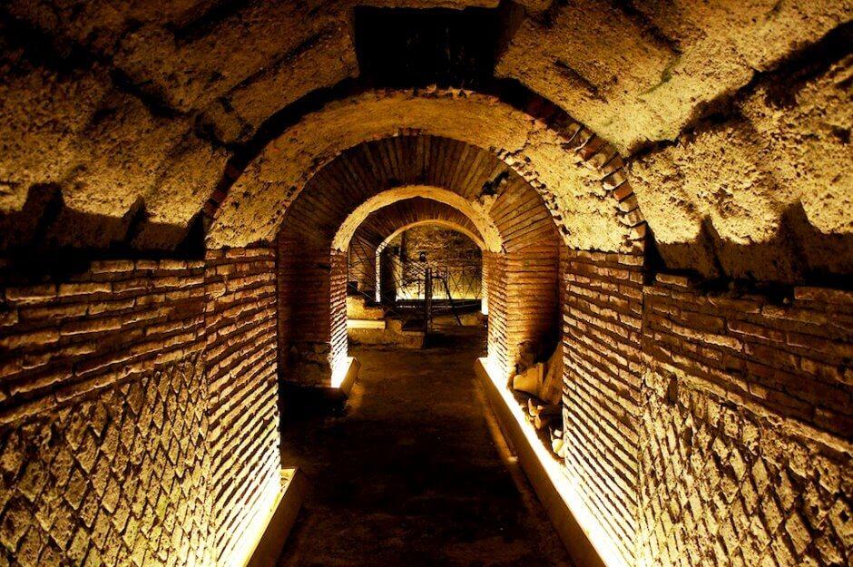 Vue des galeries souterraines de Naples en Italie.