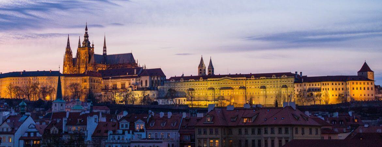 Vue de Prague la nuit.