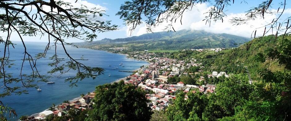 Vue sur la ville de Saint-Pierre en Martinique.