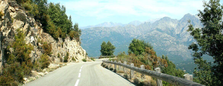Une route en Corse.
