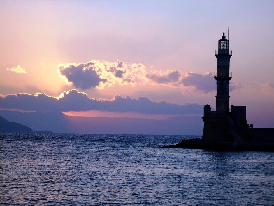 Vue du phare du port de La Canée en Crète.