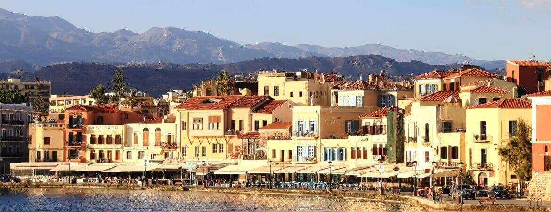Vue d'un port en Crète.