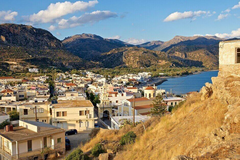 Vue du village de Paléochora en Crète.
