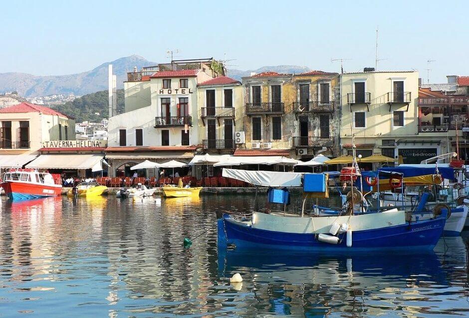 Vue du port de Réthymnon en Crète.