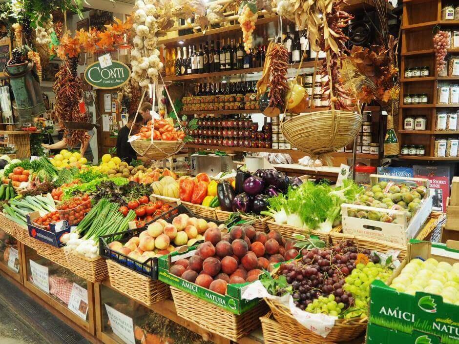 Un étal au marché San Lorenzo à Florence.