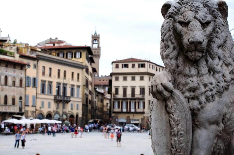 Vue de la Piazza Santa Croce à Florence.