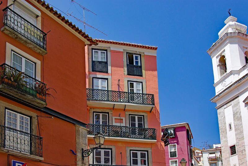 Maisons dans le quartier de l'Alfama à Lisbonne.