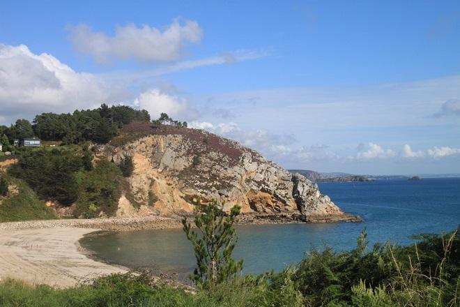 Vue de la plage de Morgat à Crozon en Bretagne.