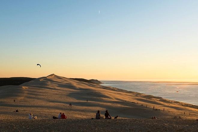 Vue de la dune du Pilat au coucher de soleil.