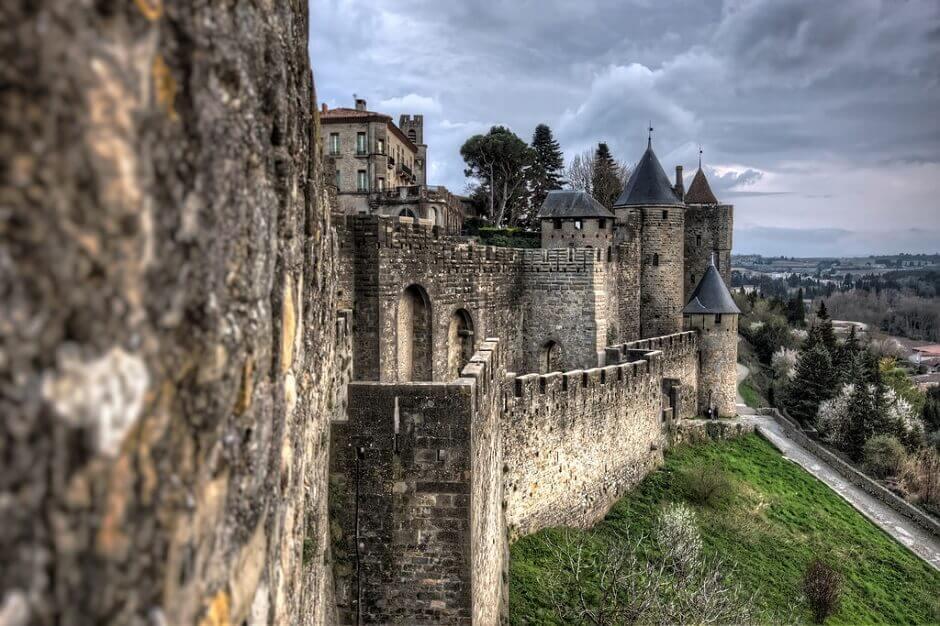 Vue des remparts médiévaux de Carcassonne.