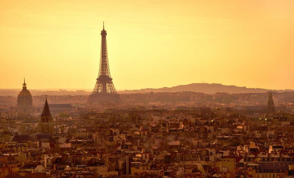 Vue de Paris au soleil couchant.