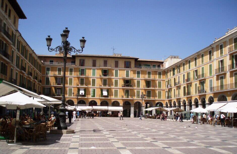 Vue de la place centrale de Palma de Majorque.