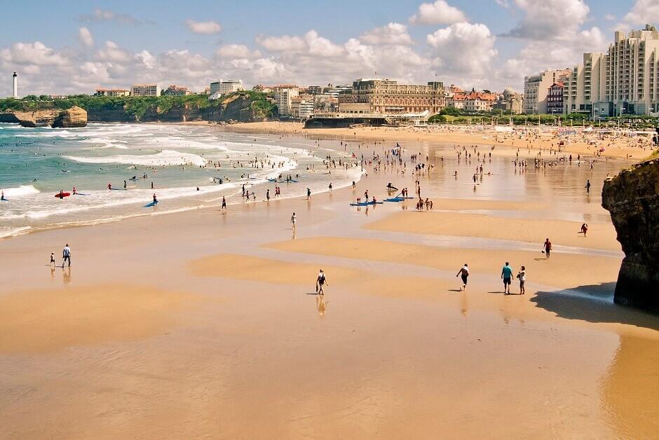 Une plage à Biarritz.