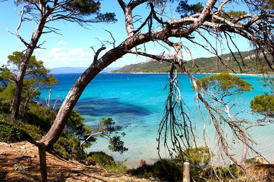 Ûne plage sur l'île de Porquerolles.