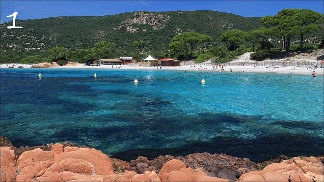Vue de la plage de Palombaggia en Corse.