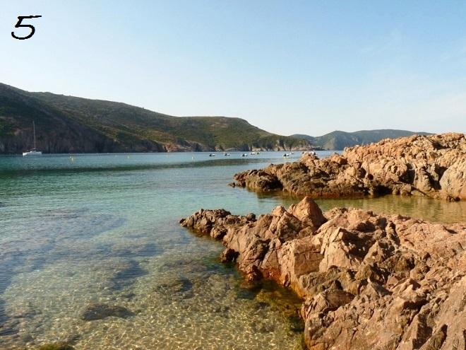 Vue de la plage d'Arone en Corse.