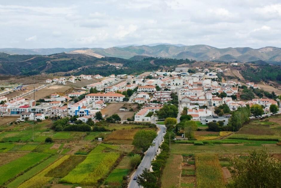 Vue du village d'Aljezur en Algarve.