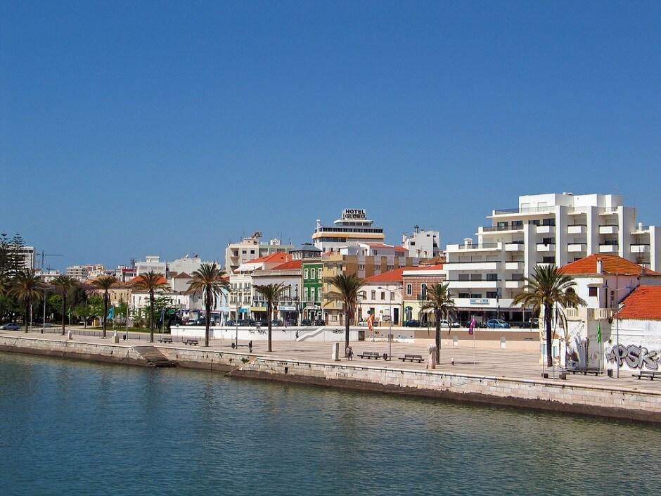 Vue de la ville de Portimao en Algarve.