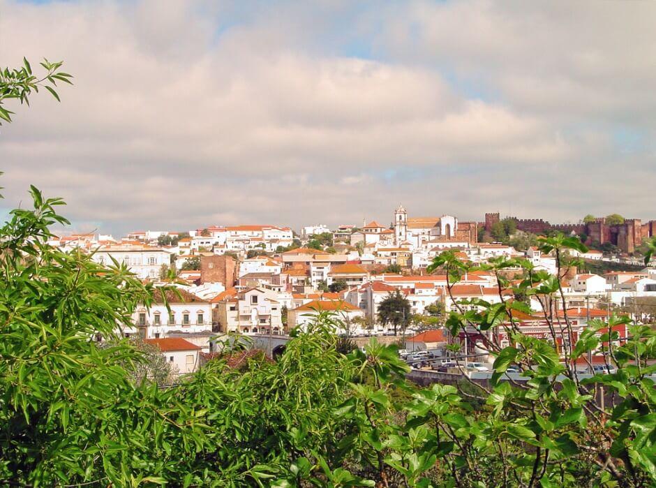 Vue de la ville de Silves en Algarve.